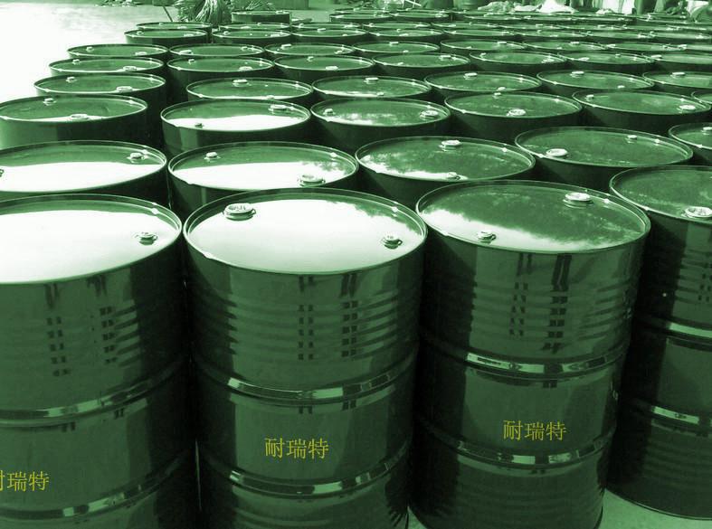 产品特点: 本类产品由大豆中提取,经羟基化改性得到,可作为乳化剂、增稠剂使用。可自然降解。 磷脂不易溶于水和丙酮,易吸水膨胀为胶体,易溶于乙醚、苯、三氯甲烷等溶剂中,磷脂酰胆碱在热水或偏碱的条件下,具有较强的水包油(O/W)的乳化性,磷脂酰乙醇胺具有较强的油包水(W/O)乳化性。 本类产品适用于饲料、皮革、炸药等行业 产品组成:大豆油、磷脂酰胆碱、磷脂酰乙醇胺、肌醇磷脂和其他磷脂。 保质期 : 24个月 执行标准:LS/T3225-1990 理化指标:其技术指标不低于以下数据: